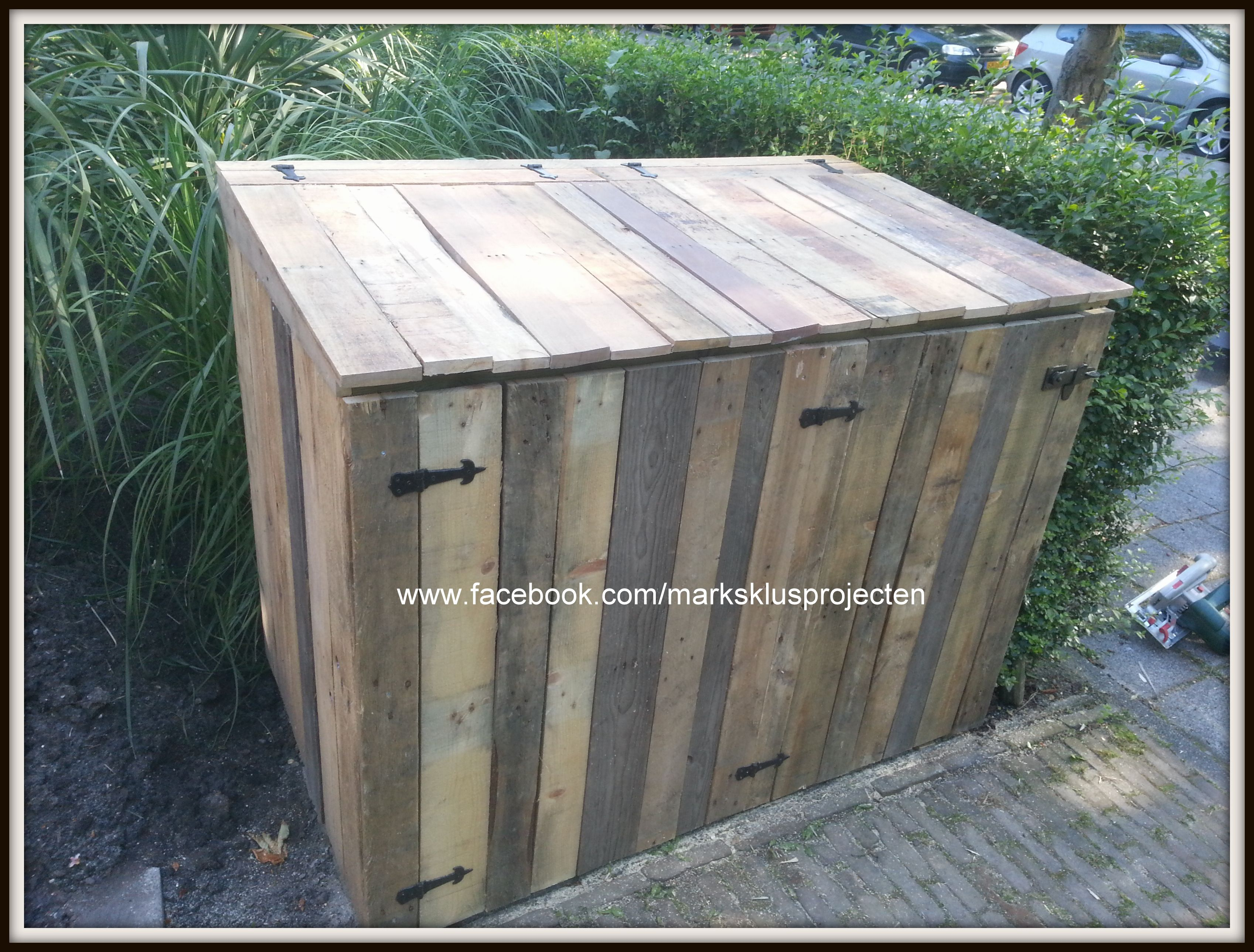 Wheelie Bin Cover Made Of Recycled Pallet Wood And Impregnated Beams With Images 1001 Pallets Pallet Outdoor Bin Store Garden