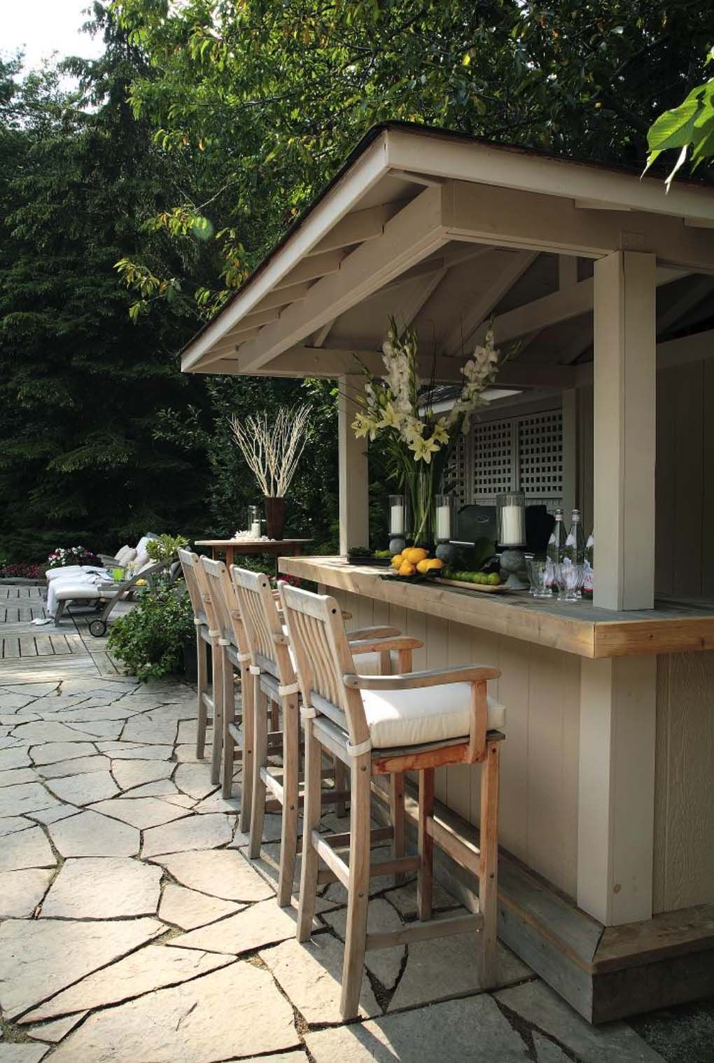 9+ Spectacular outdoor kitchens with bars for entertaining ...