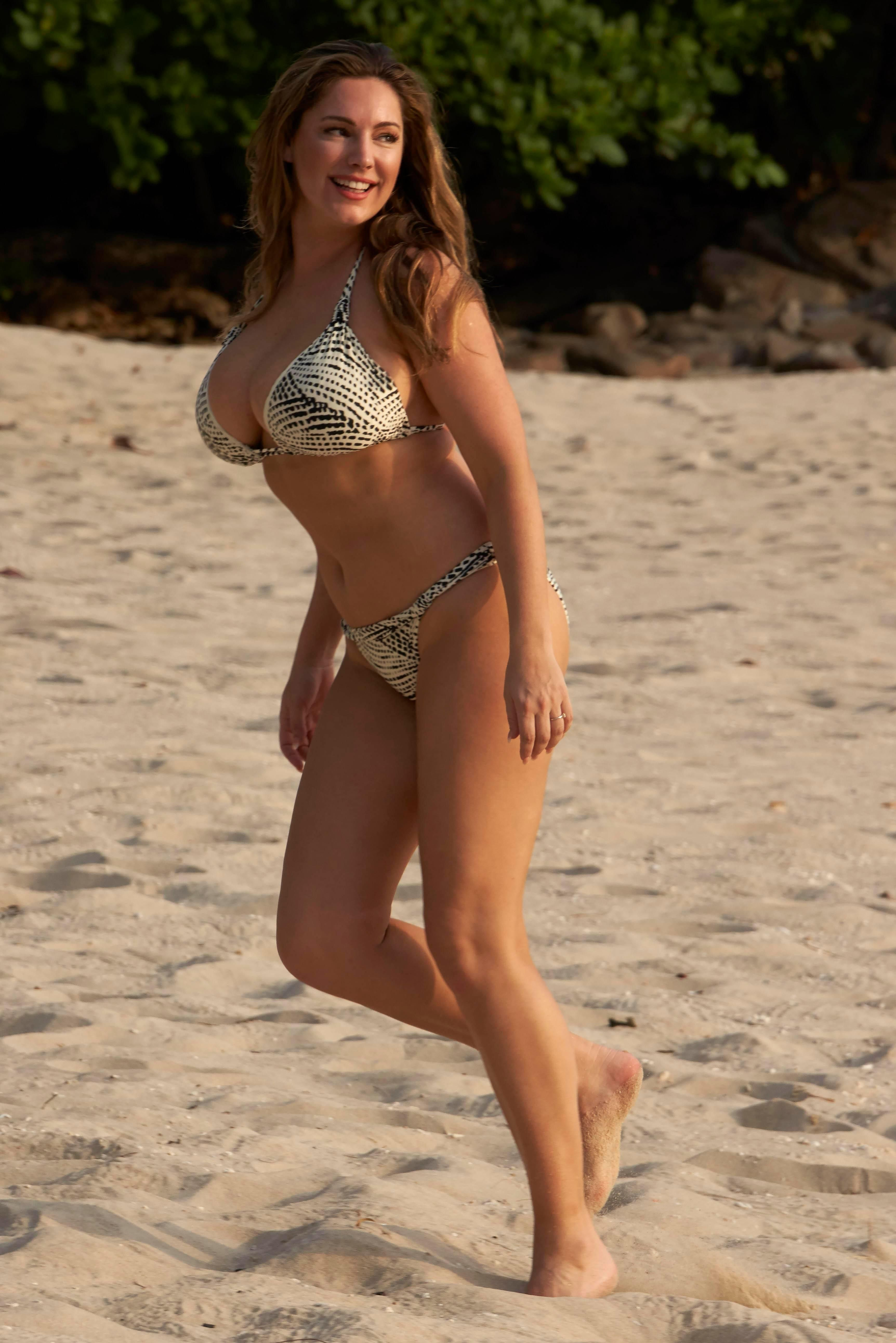 Kelly Brook Sexy 63 Hot Photos