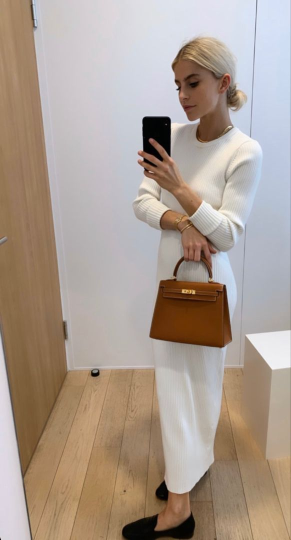 Loving this chic + neutral look!