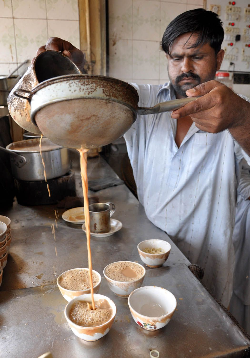 Chaaning the chai to get the froth | Indian tea, Street food, Tea culture