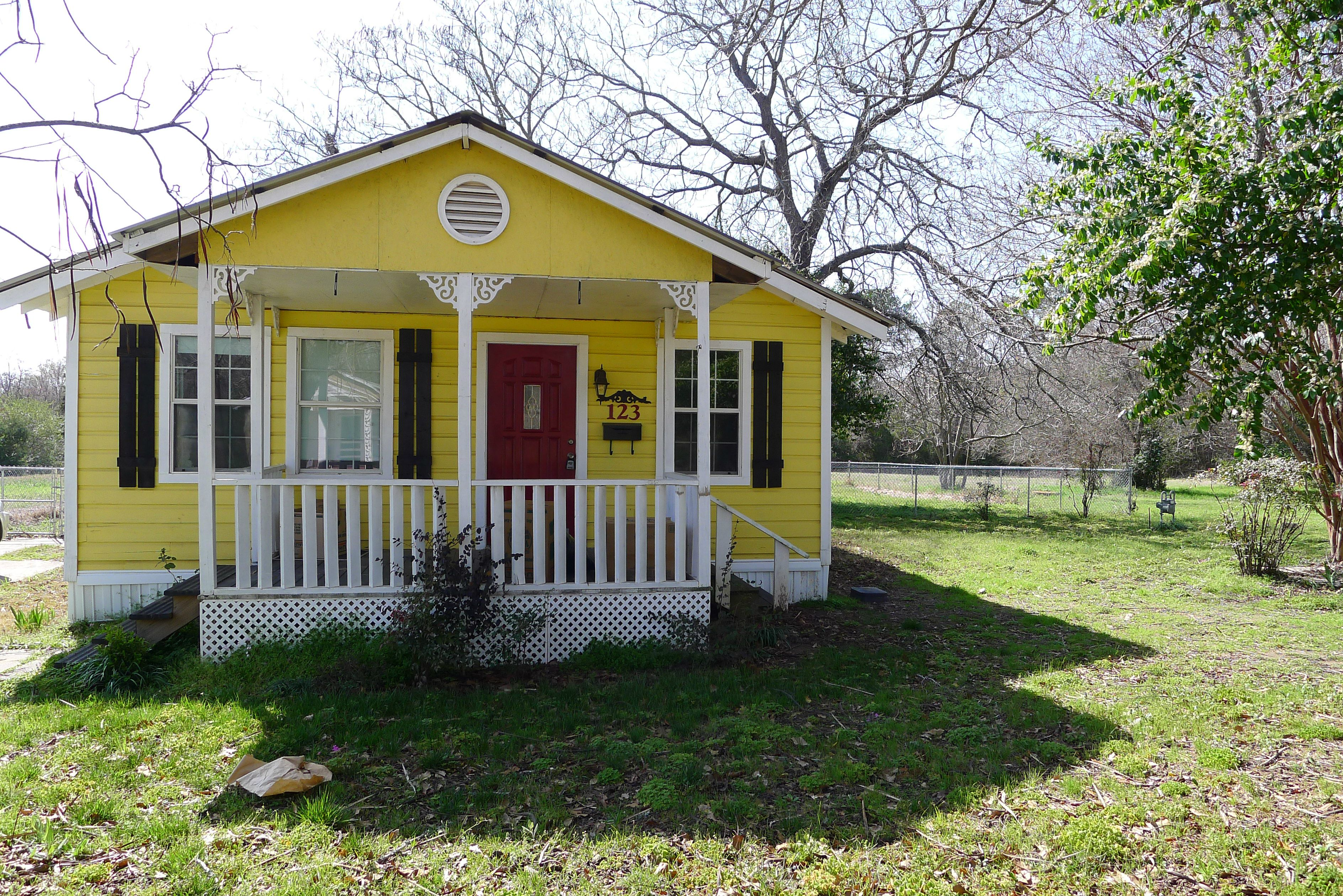 this sunny yellow cottage is so cute house for sale 2bed 2bath rh pinterest co uk