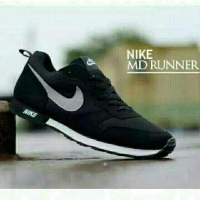Saya Menjual Sepatu Sekolah Nike Md Runner List Putih Dus