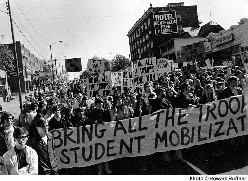 Students Carry A Banner And Signs Through Downtown Kent In The Fall Of 1969 Protesting The War In Vietnam Allison Krause Clapping Kent Student Photo Student