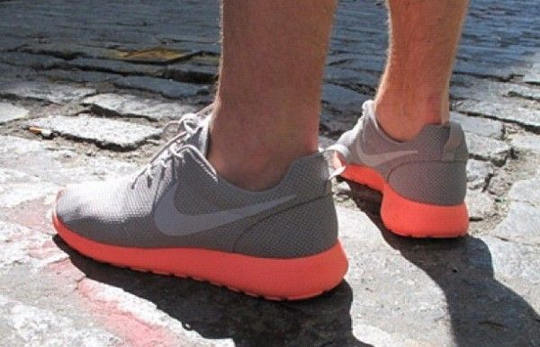 nike roshe run without socks