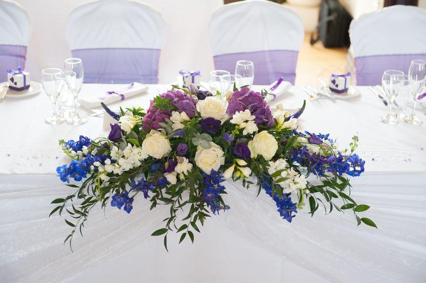 Blumengestecke Fur Die Tischdeko Der Hochzeit Blumen Gestecke Blumengestecke Frische Blumen