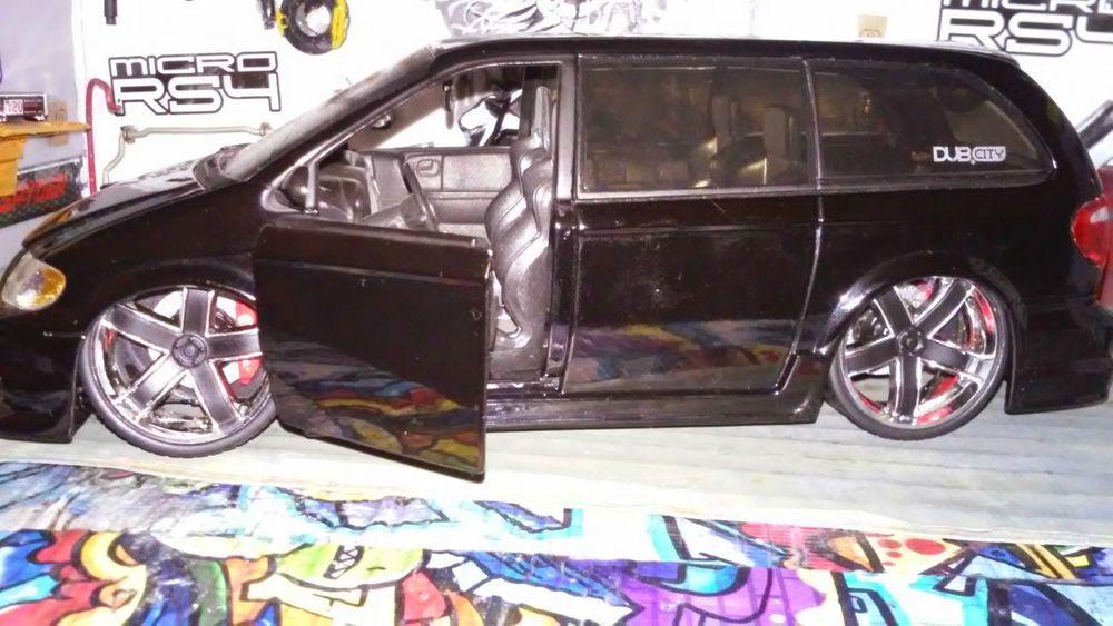 Jada Toys Chrysler Town Country 2004 Custom Rims Slammed