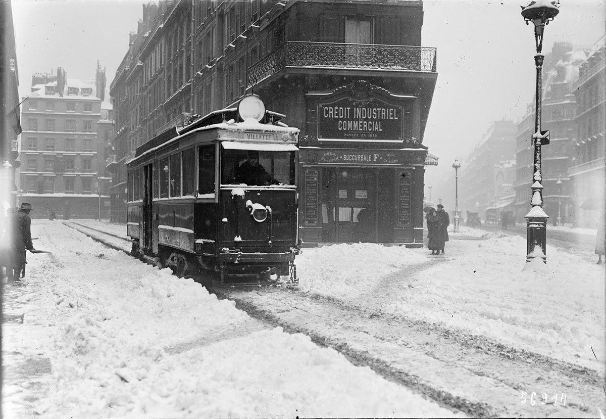 tramway sous la neige paris en 1919 photo vintage noir. Black Bedroom Furniture Sets. Home Design Ideas