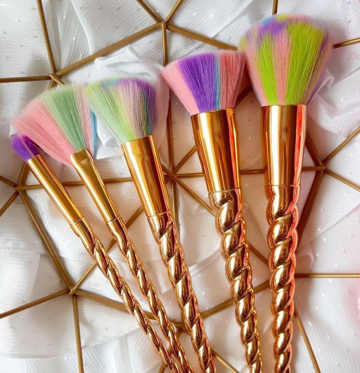 Confetti in the blog Lahaye unicorn brush review brush