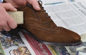 Cómo quitar manchas de tierra o barro en gamuza