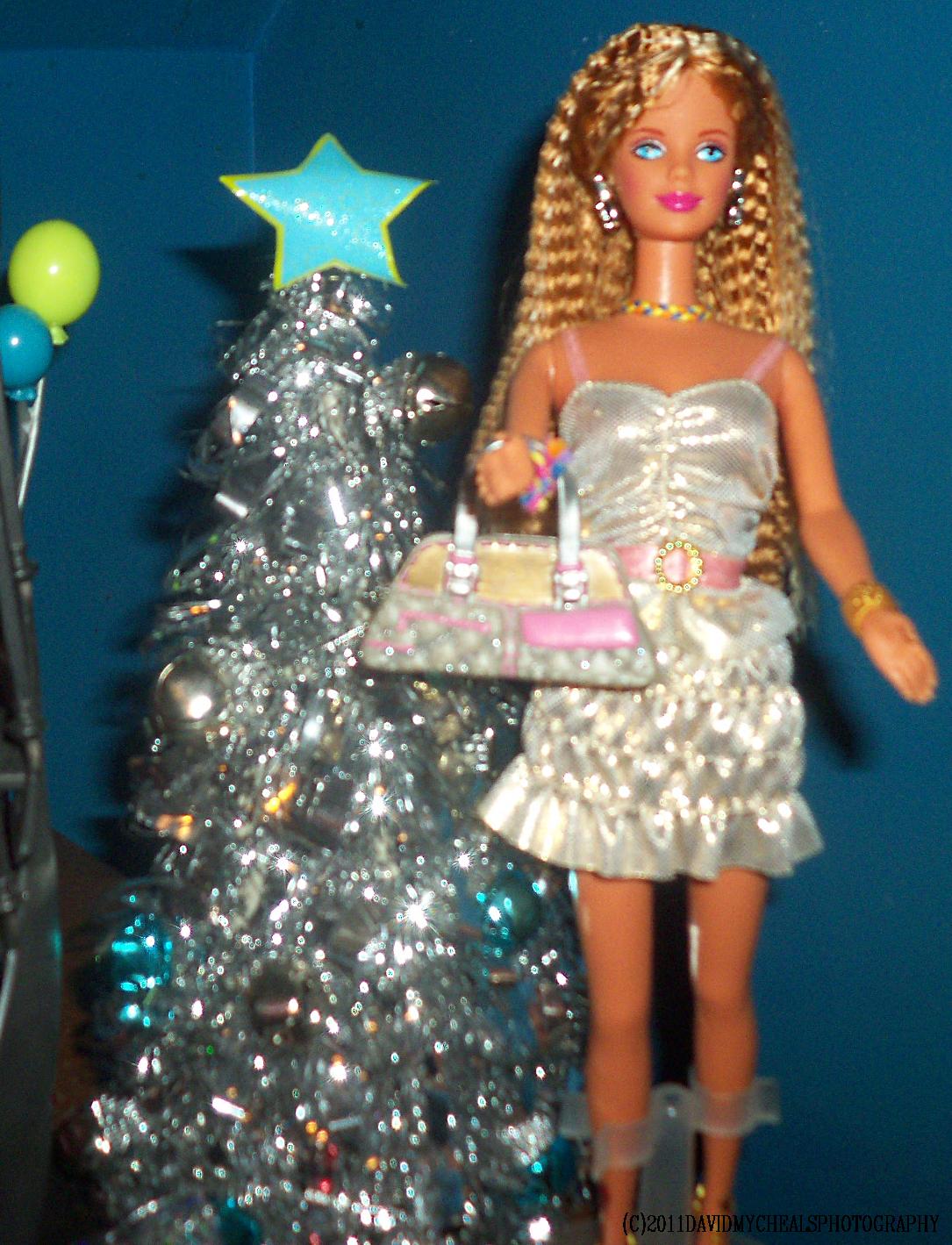 LARA'S SILVER AND GOLD CHRISTMAS