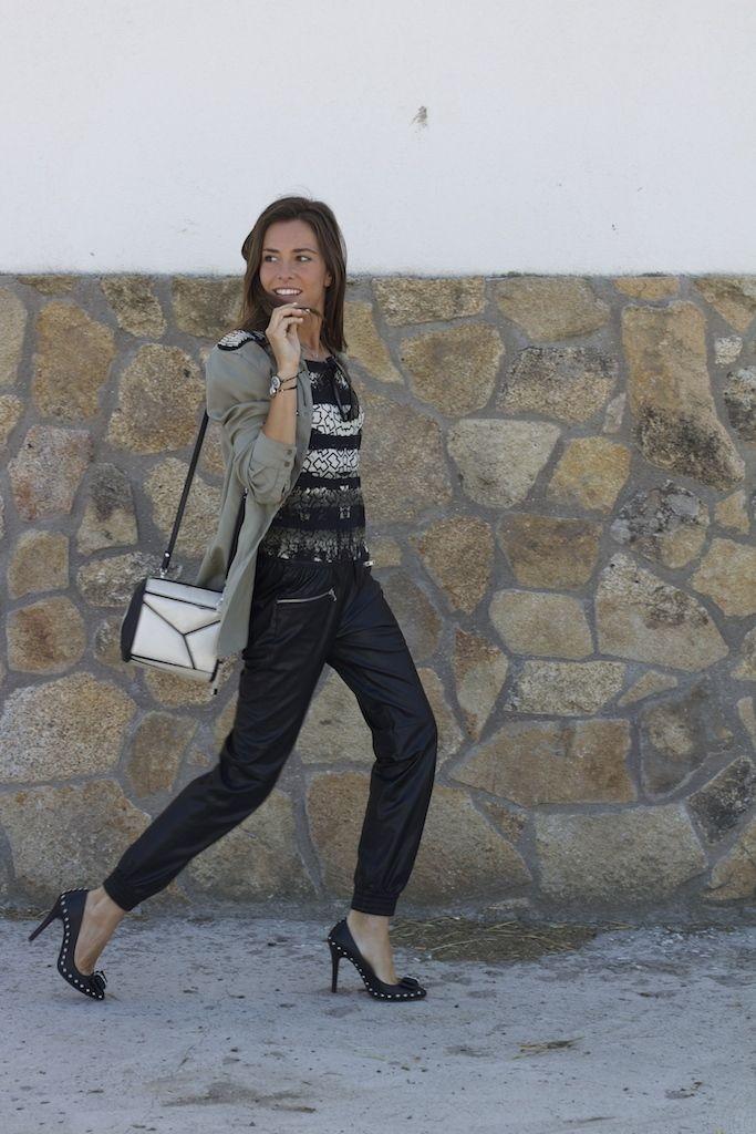 http://www.it-girl.es/black-leather-tracksuit-pants/