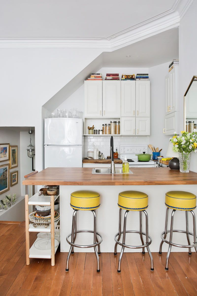 This Chic Apartment Will Make You Want a Bachelorette Pad of Your Own is part of Large home Bar - As the owner of a newly minted decorating and staging business, Romina Tina Fontana knows a thing or two about making a space look great  It's no surprise that she applied her impressive design skills to her own home, a twofloor apartment in a Victorian house in Toronto that strikes the perfect balance between elegant and cozy, colourful and clean