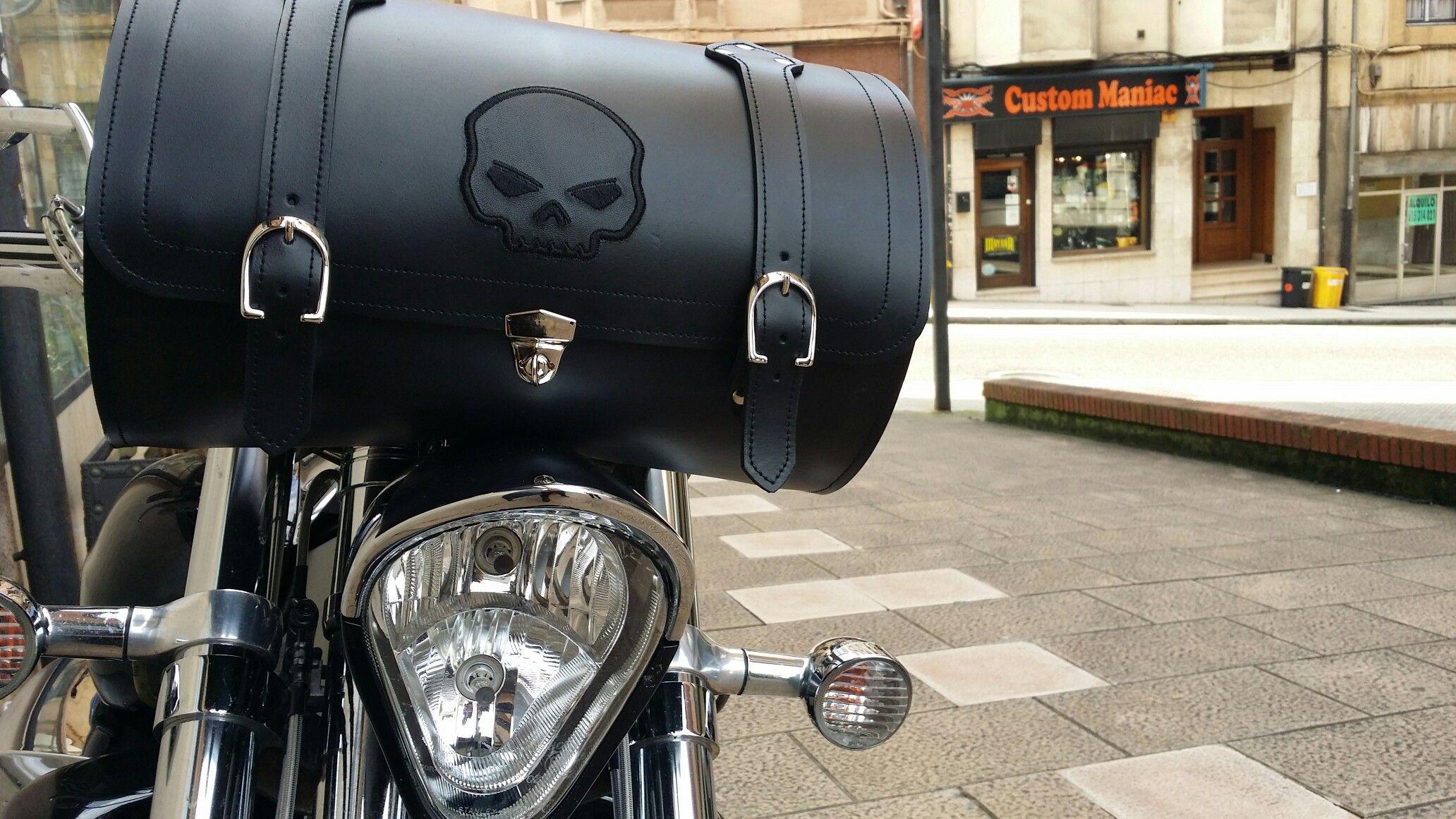 Baúl para el manillar. Para los que llevan mucho equipaje y no les basta con las alforjas y el baúl trasero. www.tiendacustom.com