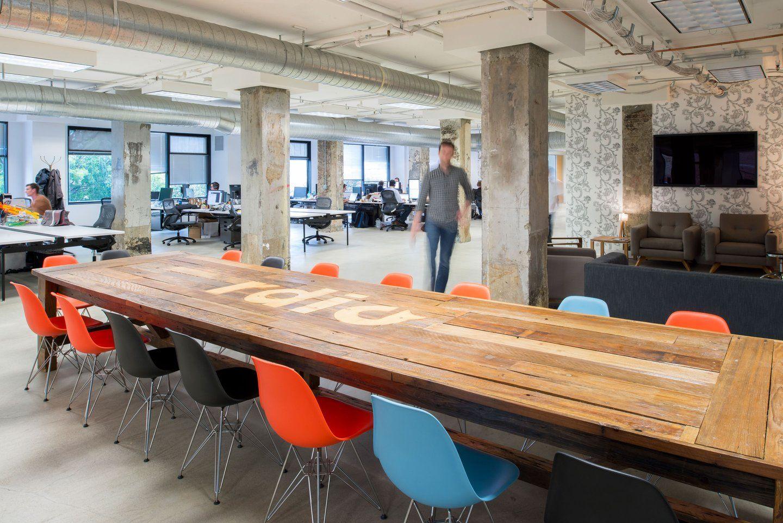 Moderne büroeinrichtung  Der massive Altholztisch als Büroeinrichtung Quelle: customspaces ...