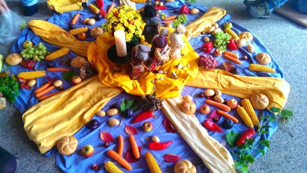 Bodenbild erntedank religion kiga pinterest for Kindergottesdienst herbst