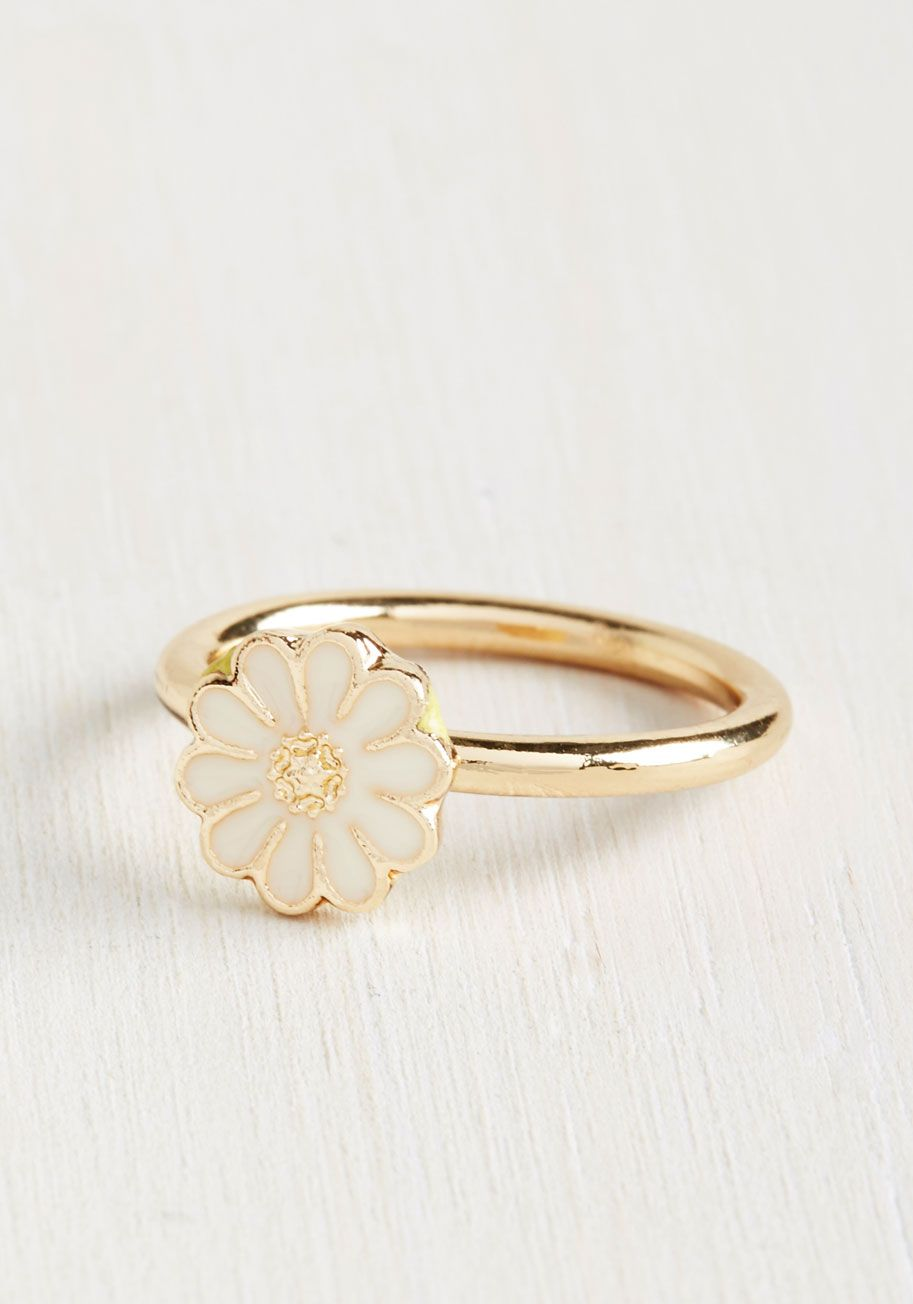 Daisy of Yore Ring. Dreaming of the yesteryears groovy vibe? #white #modcloth