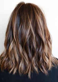 Meche caramel sur cheveux brun foncé en 2019 Dégradé