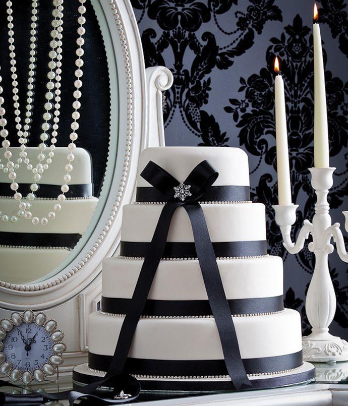 #blackwhitewedding #cake #ribbon