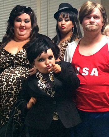 Honey Boo Boo and Family Dress in Costume as Kardashian-Jenner Clan for Halloween Picture.  sc 1 st  Pinterest & Win! Honey Boo Boo and Family Take on the Kardashians for Halloween ...