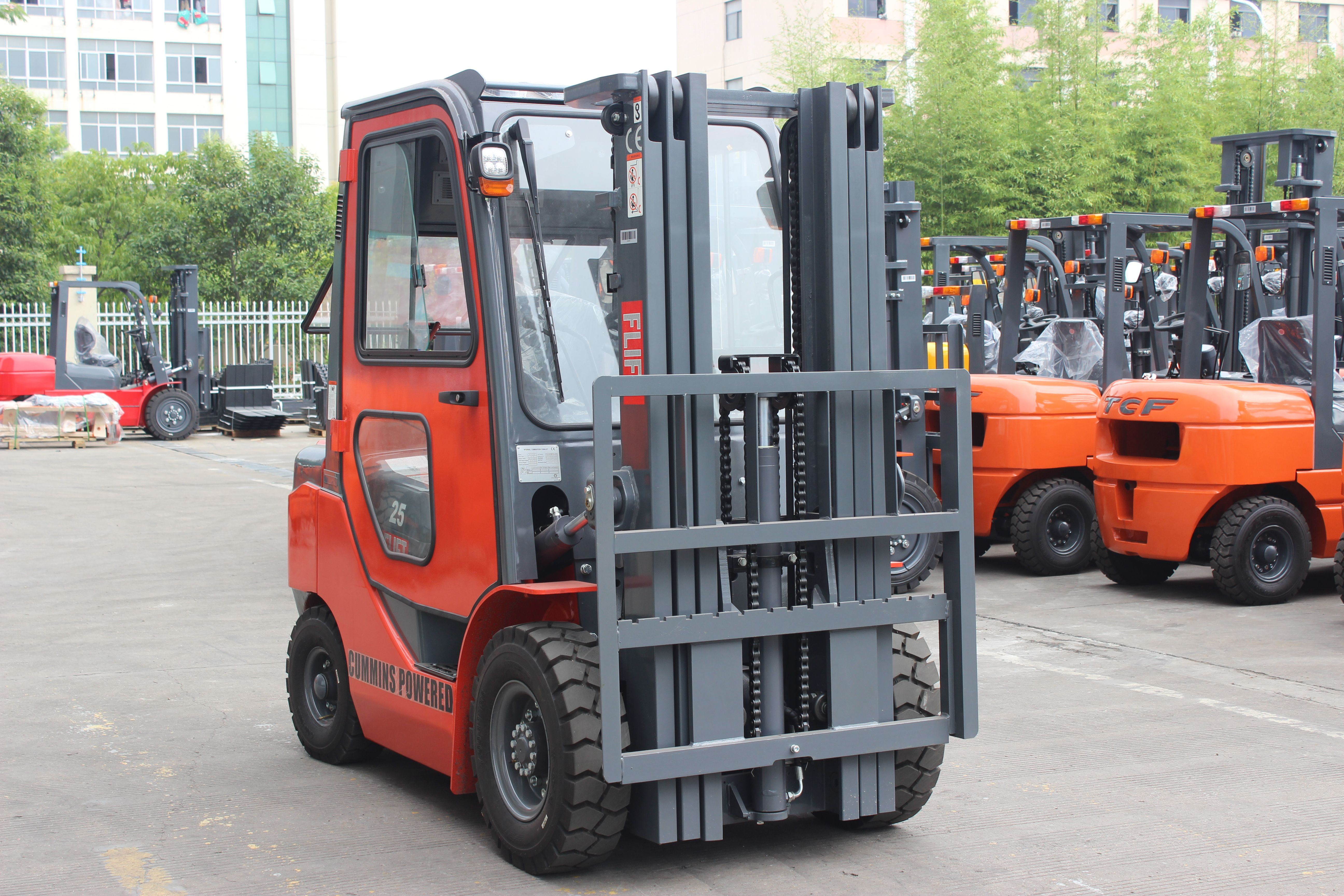 2.5ton diesel forklift with cummins engine and closed