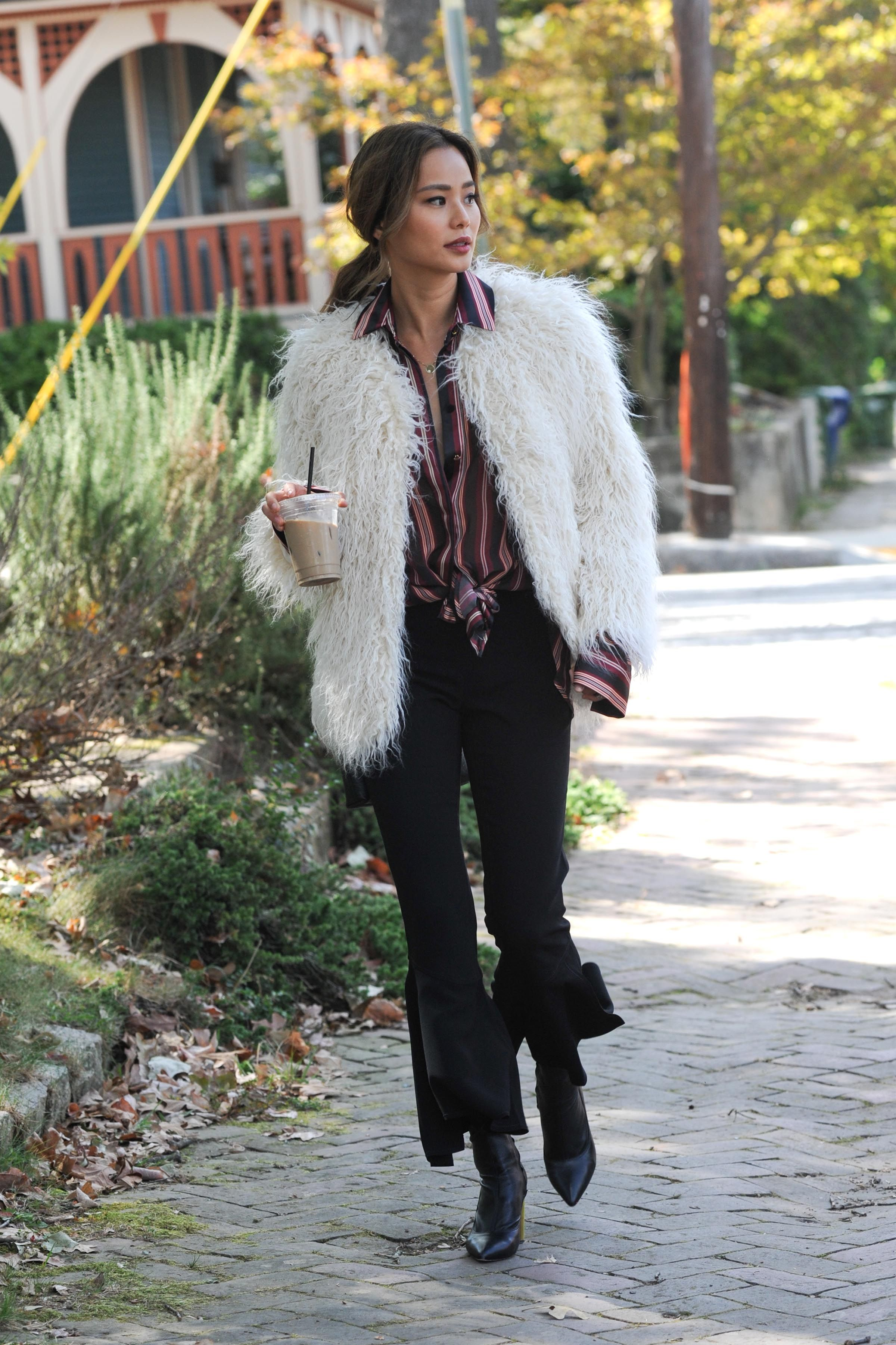 f1adfa662 Spotted! Jamie Chung tops off her chic look with a H&M faux fur ...
