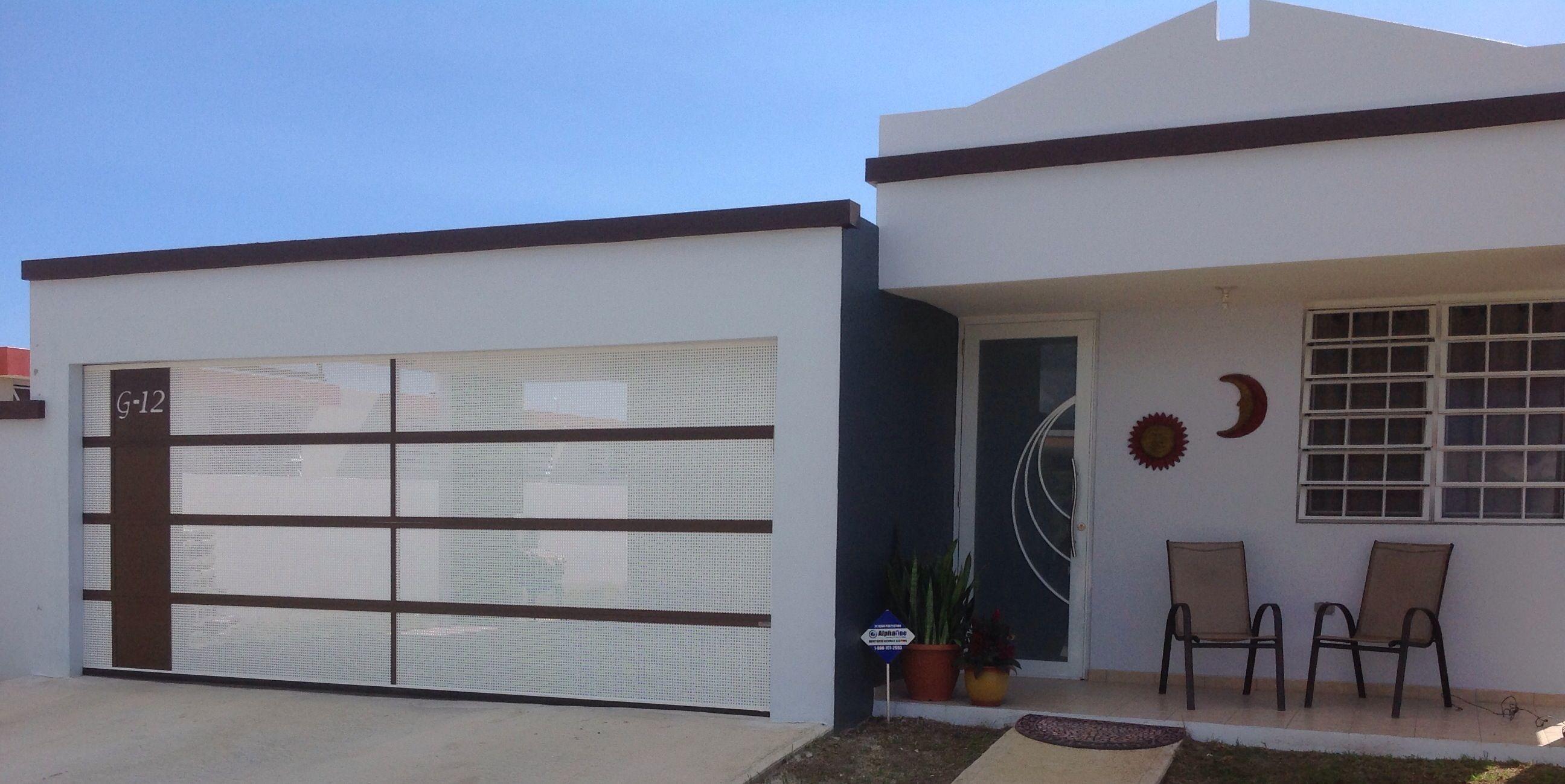 Puerta de garaje perforada dise ada al gusto del cliente - Puertas de cochera ...