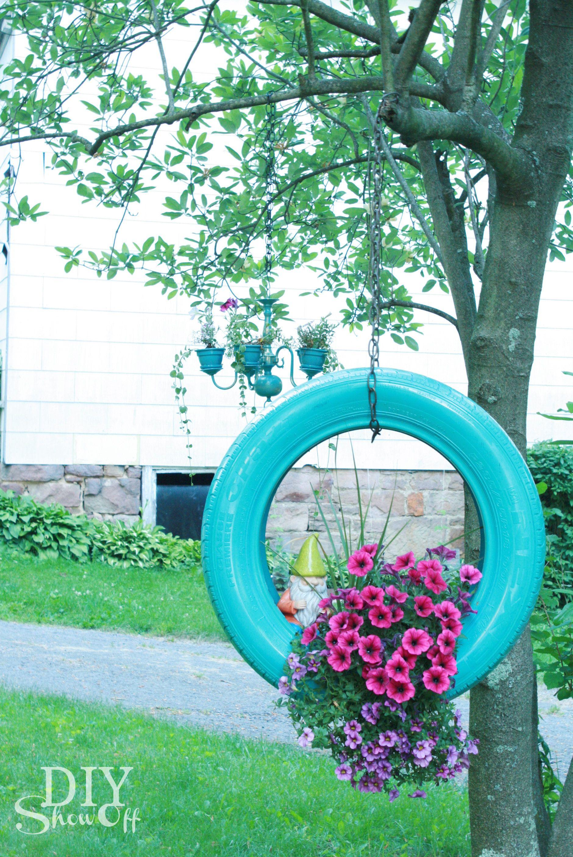 How to make a tire flower planter @DIY Show Off De kleur van de auto-band vind ik ook geweldig. Leuk idee, bedankt.