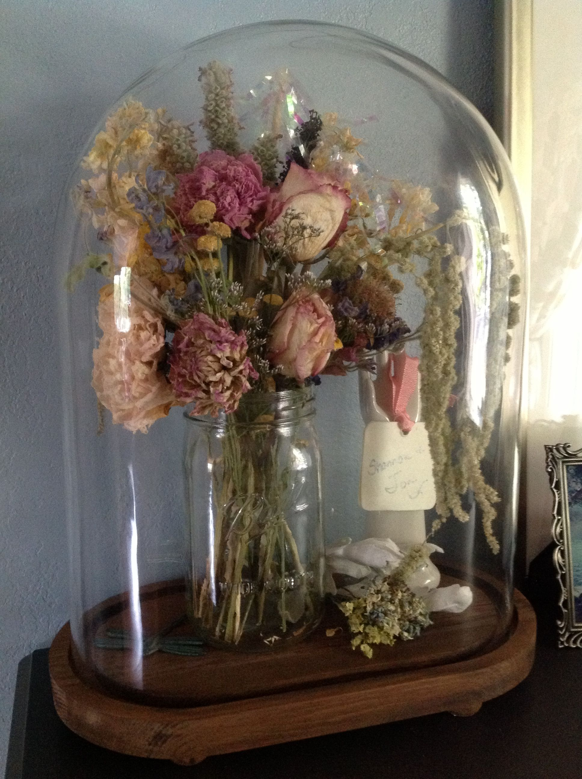 Blumen Trocknen My Bridal Bouquet, Dried And Covered With A Glass Cloche.