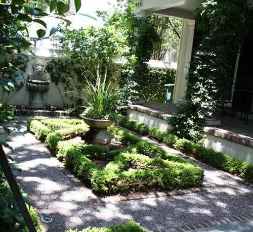 32 Perfect Front Yard Cottage Garden Ideas: Charleston, SC... Perfect Little Nook Of A Garden
