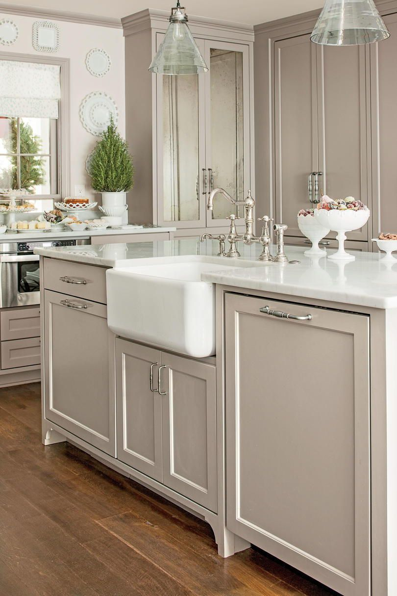 This Is What Christmas Eve Dreams Are Made Of Stylish Kitchen Kitchen Cabinet Colors New Kitchen Cabinets