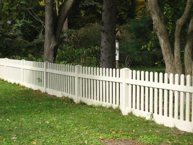 Straight Style Good Neighbor Vinyl Picket Fence With 3 Wide Pickets Available In Heights Of 36 48 60 And 72 Wit Vinyl Picket Fence Picket Fence Fence