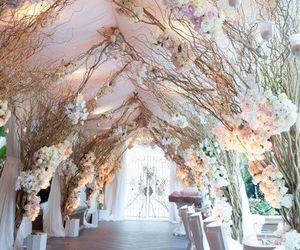 Amazing Wedding Decoration With Floral Arrangements