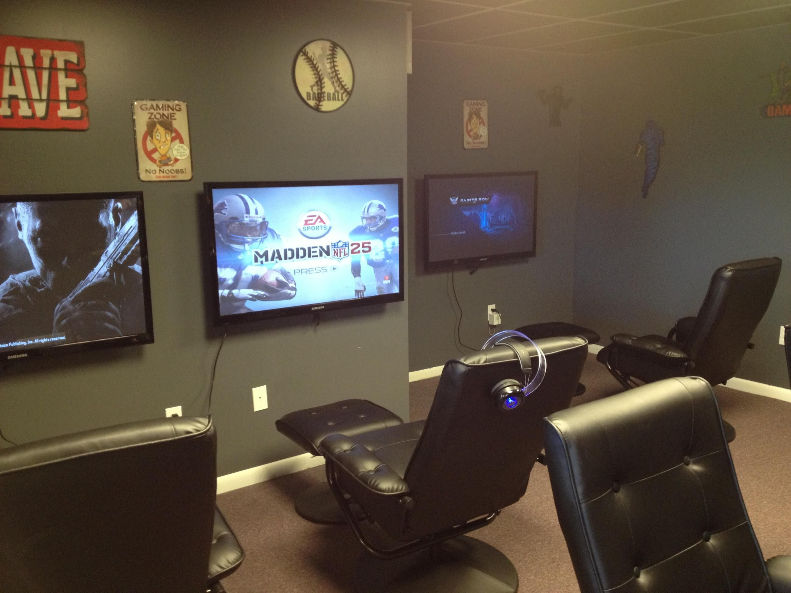 45 video game room ideas to maximize your gaming for Game room design ideas