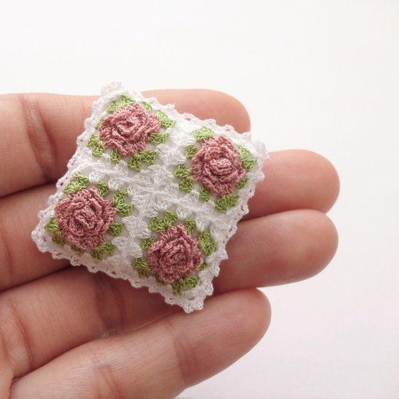 Miniature crochet pillow with roses Dollhouse cushion por MiniGio ...
