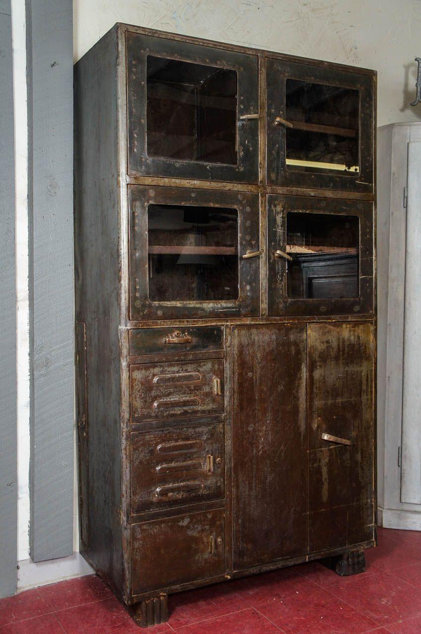 Exceptionnel Vintage Industrial Metal Storage Cabinet