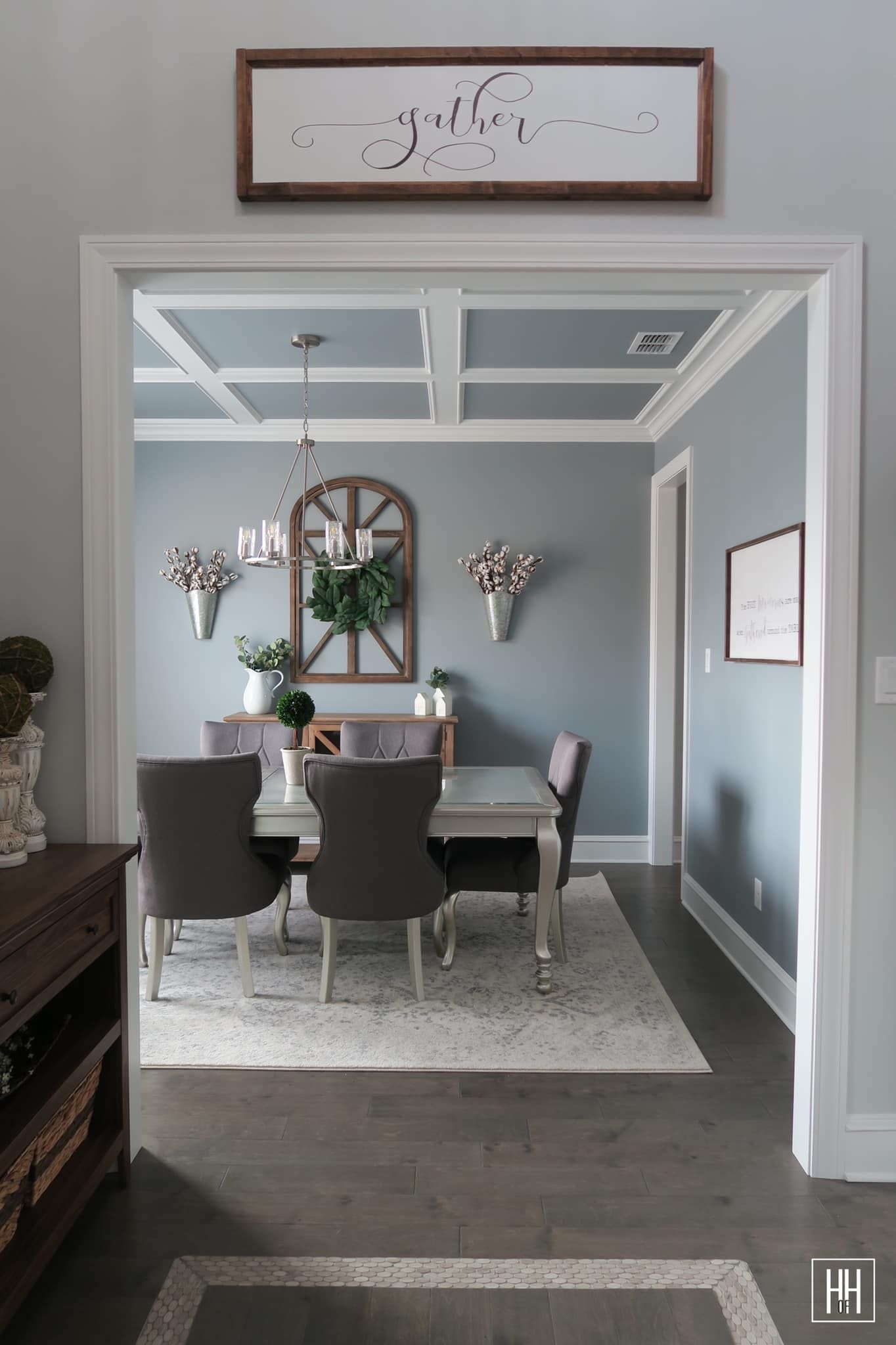 Transitional Style Meets Modern Farmhouse Dining Room Farmhouse Style Dining Room Modern Farmhouse Dining Modern Farmhouse Dining Room #transitional #farmhouse #living #room