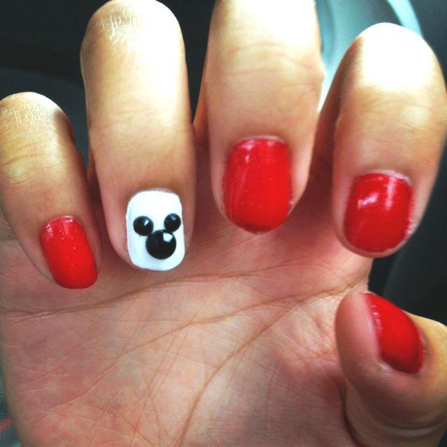 Mickey Mouse nail design for Disney! | cute nails | Pinterest | Estilo