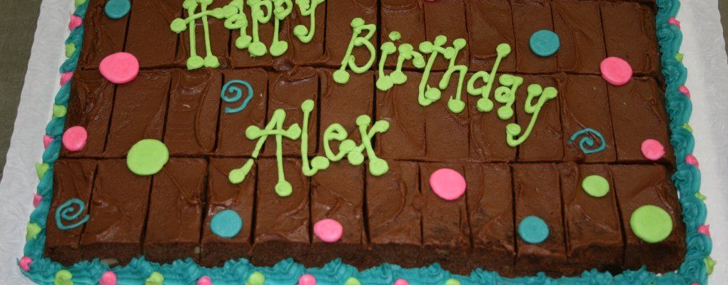 Astounding Brownie Birthday Cake Good Idea Looks So Good With Images Funny Birthday Cards Online Fluifree Goldxyz