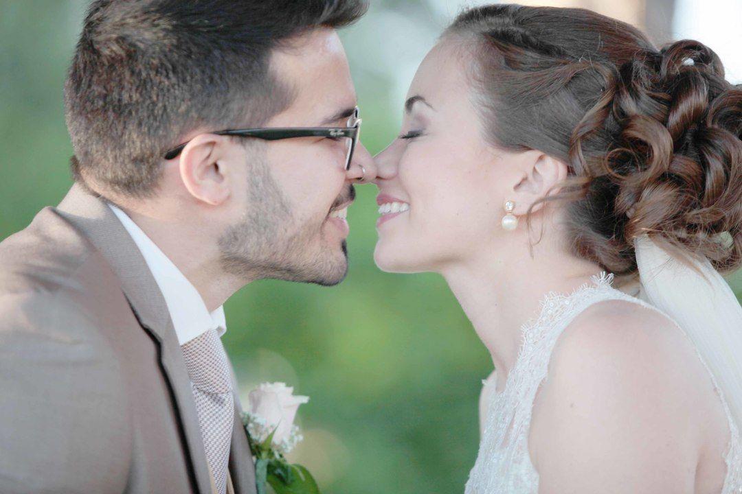 Dicas para escolher suas fotos de casamento em nosso blog: http://bit.ly/1WSuY8H  #casamento #escolhendofotos #albumdecasamento #tonoiva #voucasar #noivei #compartilheafelicidade #casamento #fotografodecasamento #fotodecasamento #querocasar #wedding #noiva #bride #bridedress #casamentoaoarlivre #pordosol #sunset #dicasparacasamento #ideiasparacasamento #weddingideas