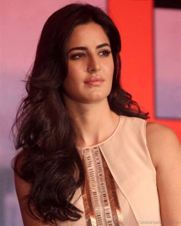 Attractive Long Layered Hairstyle Of Katrina Kaif Katrina Kaif Hairstyles Katrina Kaif Photo Katrina Kaif