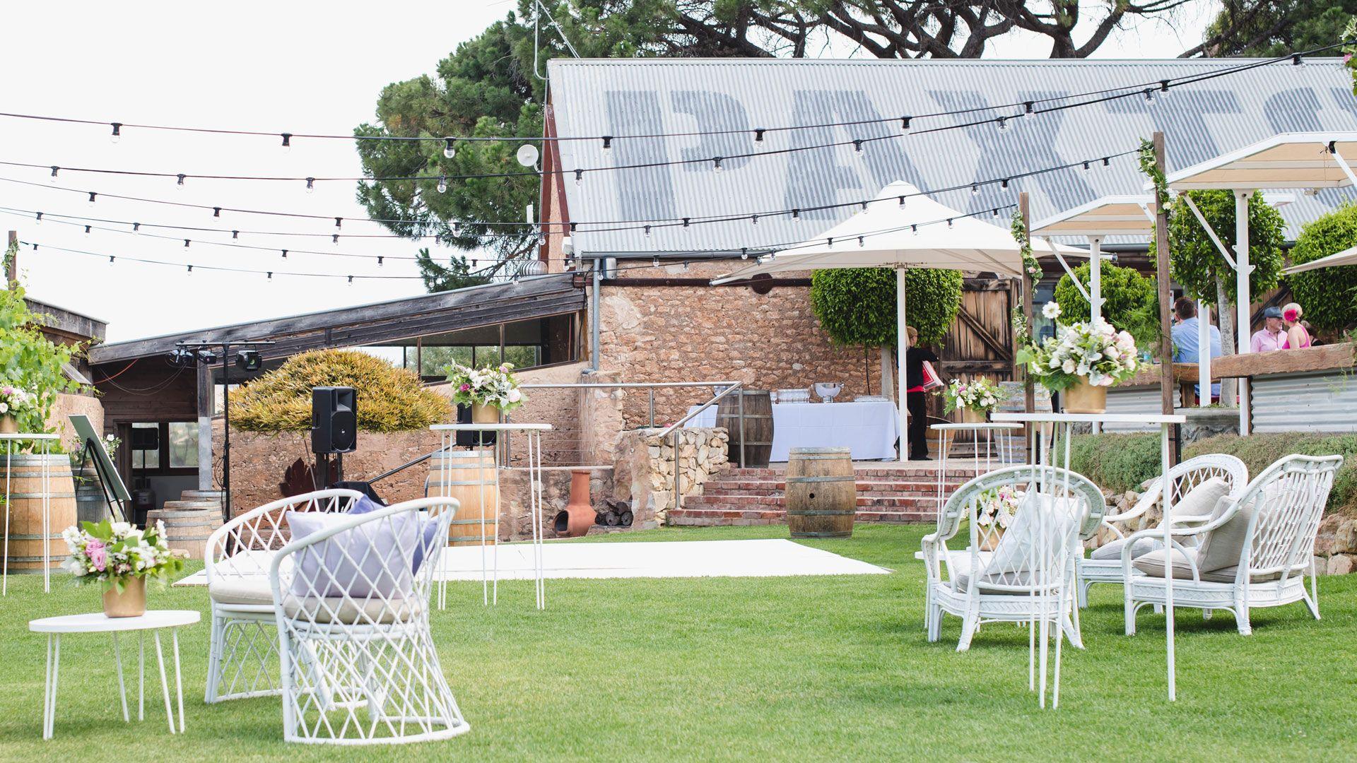 lauren u0026 jarred paxton winery mclaren vale we do epic wedding