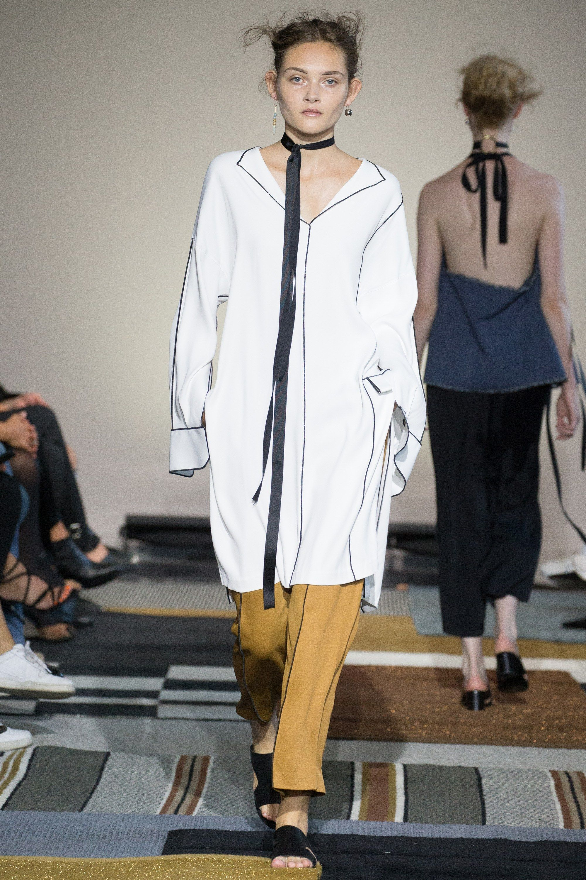 See the complete AltewaiSaome Stockholm Spring 2016 collection.