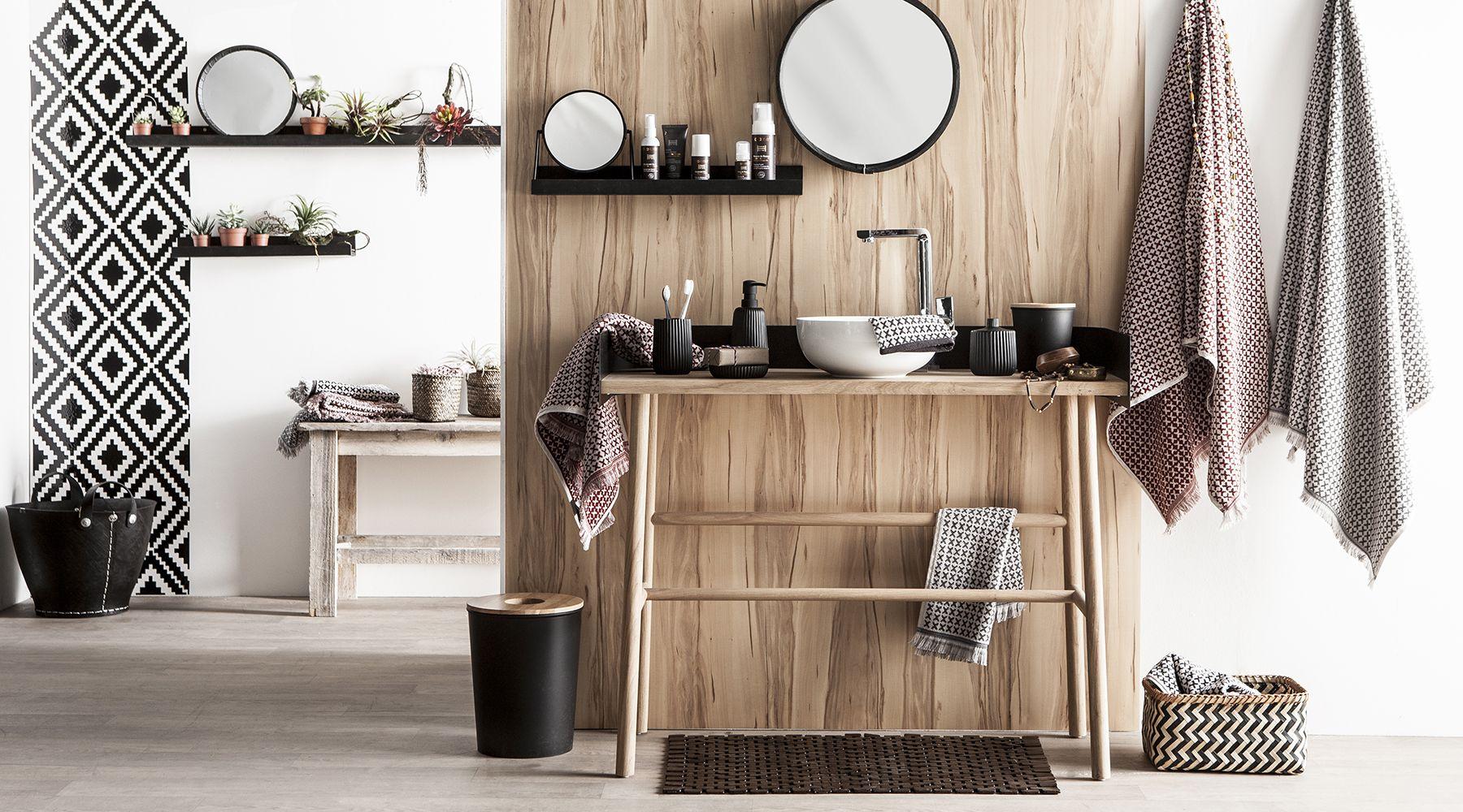 la salle de bain zodio d coration sdb bain baignoire id es d tails la salle de bain. Black Bedroom Furniture Sets. Home Design Ideas