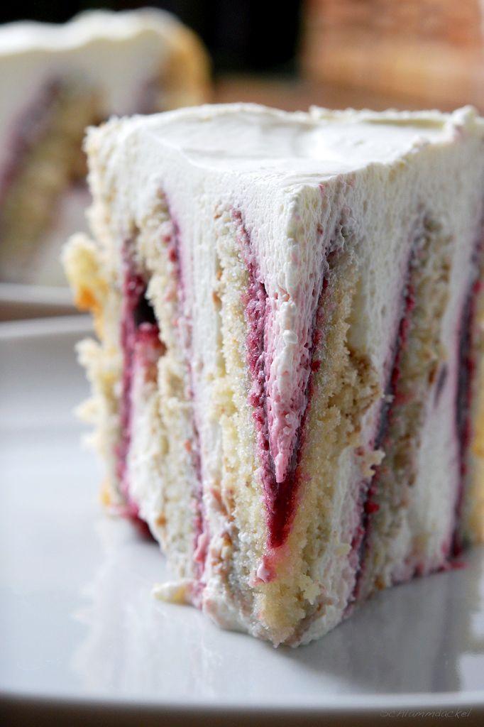 Buchweizen-Torte mit Brombeermarmelade
