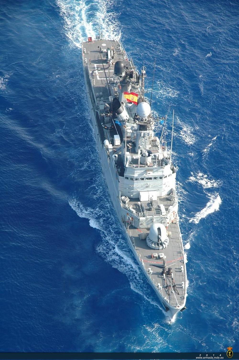 El patrullero 'Cazadora' intercepta una patera con 15 inmigrantes en el mar de Alborán http://bit.ly/1v4xwVV