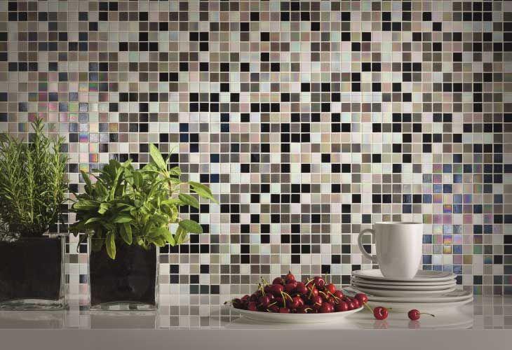 Rivestimento in mosaico di vetro perlagrigia mosaici bagno pinterest - Mosaico vetro bagno ...
