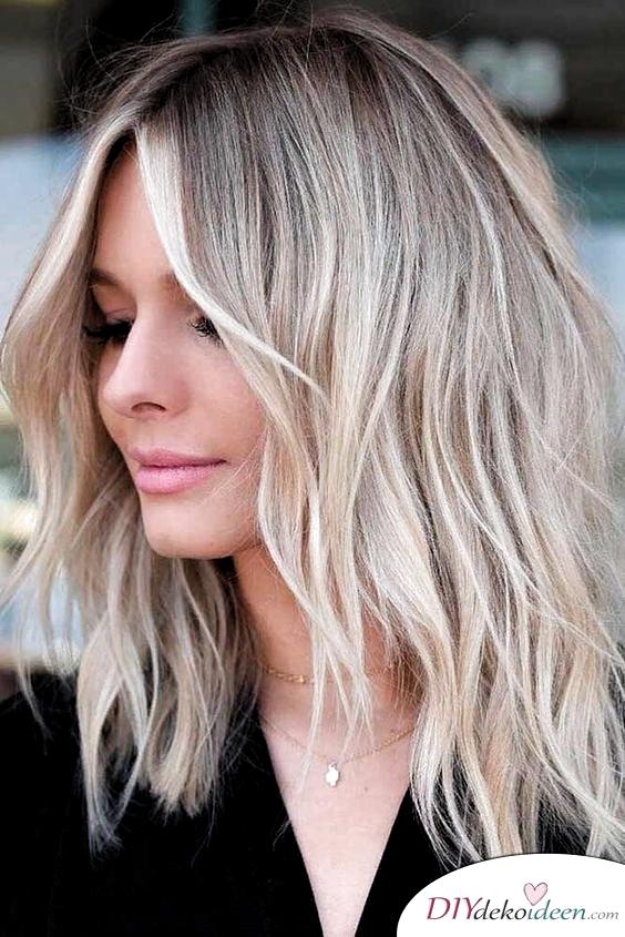 Halblanges Haar Mit Stufenschnitt Frisuren Fur Dunne Haare In 2020 Frisuren Fur Feines Dunnes Haar Coole Frisuren Haarschnitt
