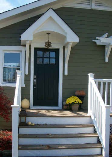 I Want A Black Craftsman Style Front Door We Have Transom Above Our Cur Love That Porch Light Too