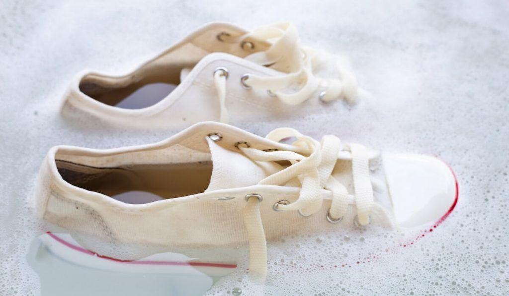 Come pulire le scarpe bianche: 10 trucchi per averle …
